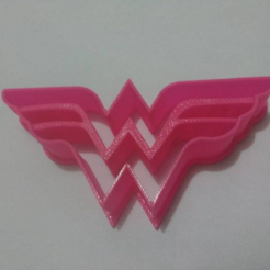 Capture d'écran 2017-08-22 à 14.34.18.png Download STL file Wonder Woman cookie cutter • 3D print template, Platridi