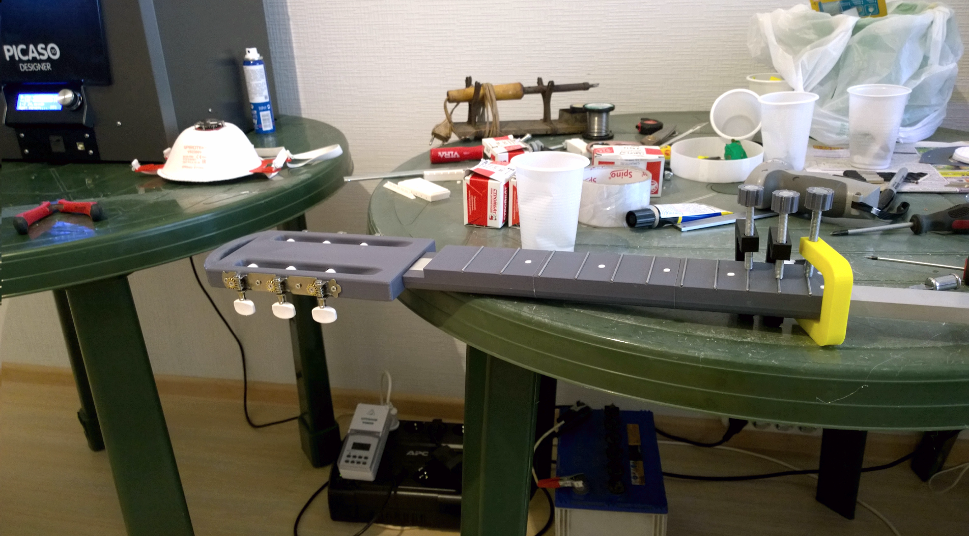 11.png Download free STL file Acoustic guitar with AROMA AG-03M amplifier • 3D printer model, CrocodileGene3d