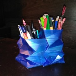 Free STL Office organizer // Lowpoly pencil jar, NerioBaus