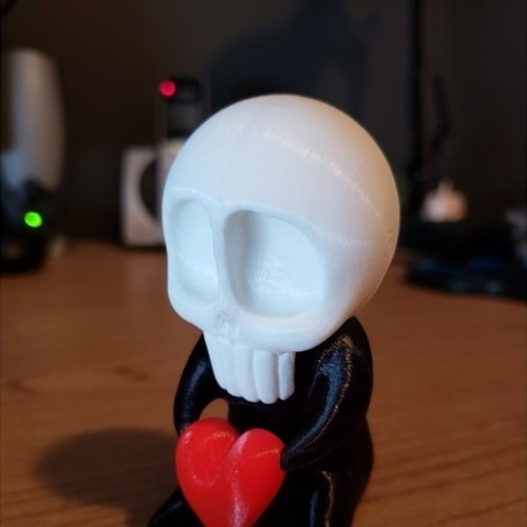 aef9382bee0de453f13e9d08302f70e2_preview_featured.jpg Download free STL file SkullBaby Love - Cute Chibi Skull Heart Figurine Sculpture • 3D printing design, ThatJoshGuy
