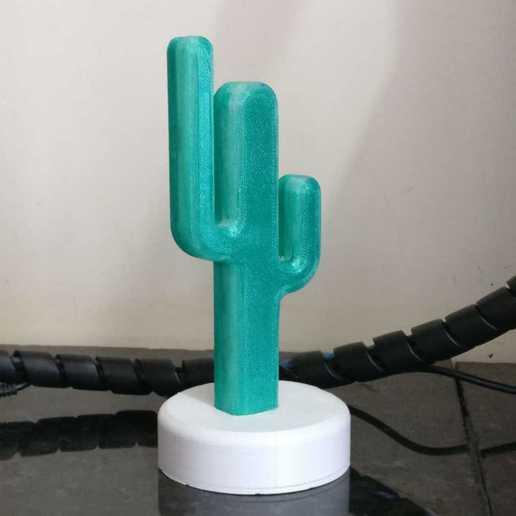 WhatsApp_Image_2019-02-20_at_08.59.20_2.jpeg Télécharger fichier STL gratuit Cactus desk lamp • Design pour impression 3D, BREMMALAN