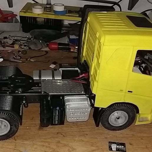 20190708_072346.jpg Télécharger fichier STL gratuit rc truck 1/14 FH body • Objet à imprimer en 3D, r083726