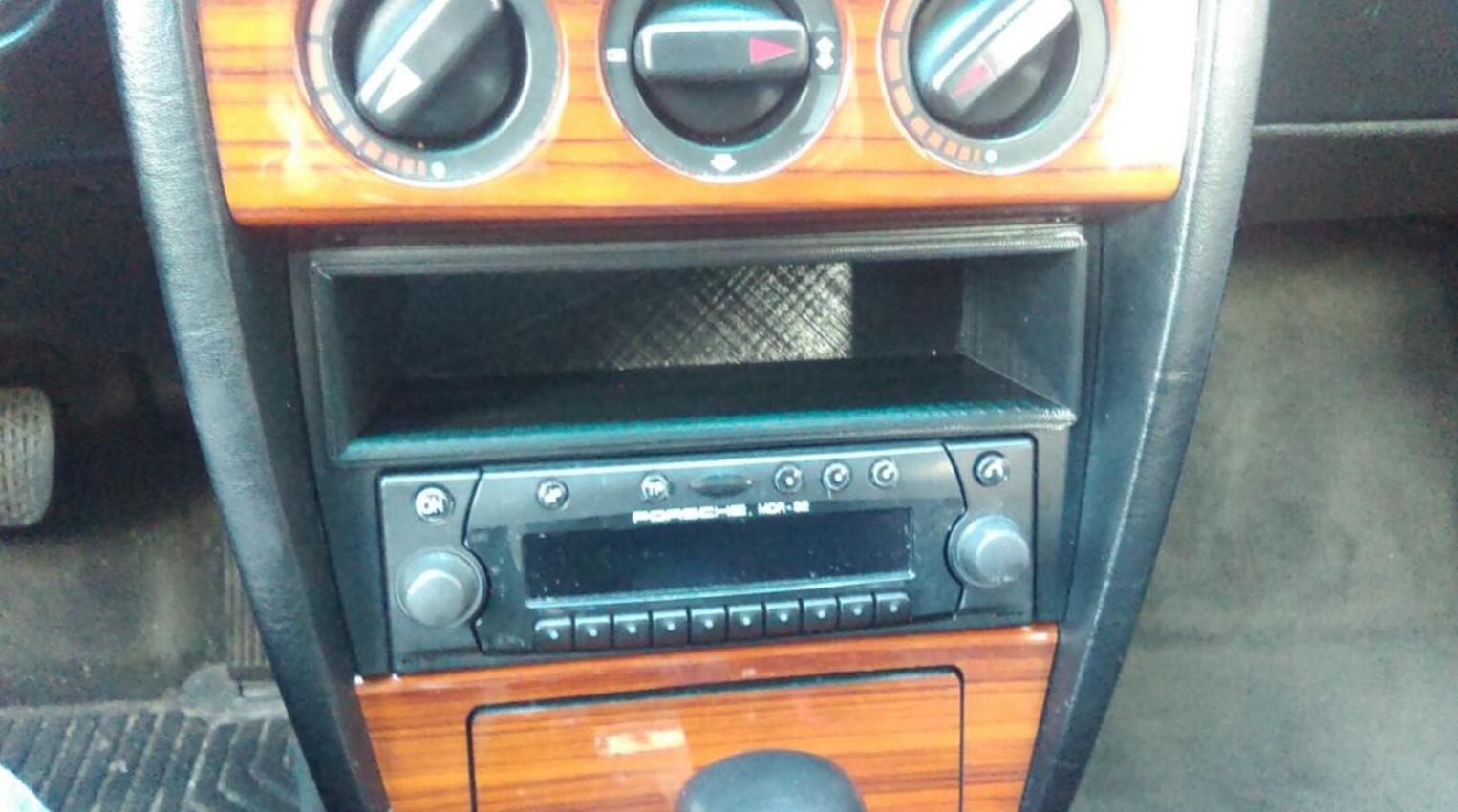 Capture d'écran 2017-09-19 à 10.59.07.png Download free STL file Mercedes casse deck switcher replacement box • 3D printing template, MaterialsToBuils3D