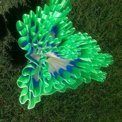 229a2bf3b9ca86dba7292361e9dfdd5d_display_large.jpg Download free STL file Treble Bass Heart Vase • Template to 3D print, ChrisBobo
