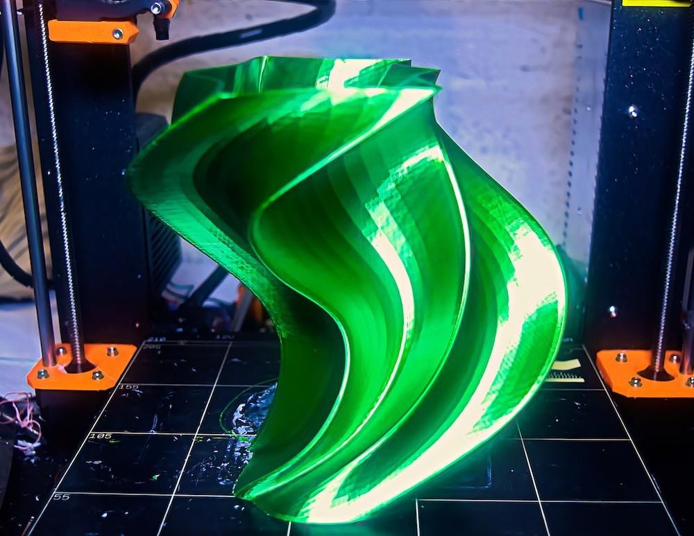 DSC_0082.jpg Download free STL file Abstract Twist Vase • 3D printing model, ChrisBobo
