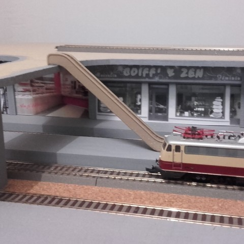 Escalator train.jpg Download free STL file Escalator • 3D printer design, Xertos-3d