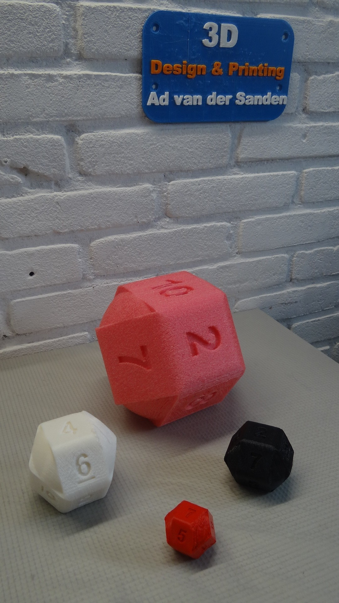 DSC05562.JPG Download STL file 10 Side dice • 3D print object, Adriaan