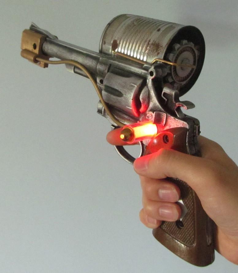 bioshock_holding_002.jpg Download free STL file Bioshock pistol parts • 3D printable model, caramellcube