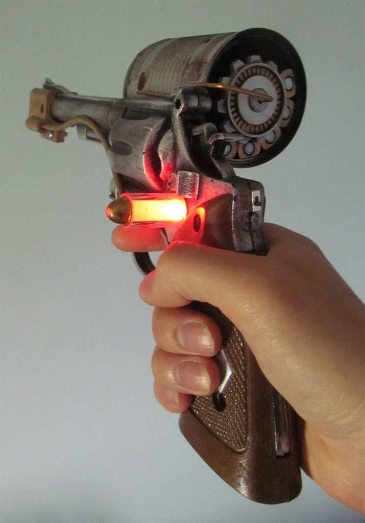 bioshock_holding_001.jpg Download free STL file Bioshock pistol parts • 3D printable model, caramellcube