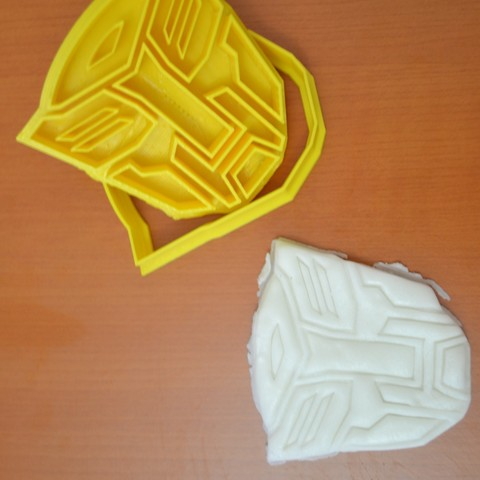 DSC_0741.JPG Download free STL file Bumblebee and autobots cookie cutter • 3D printing template, AmineZed