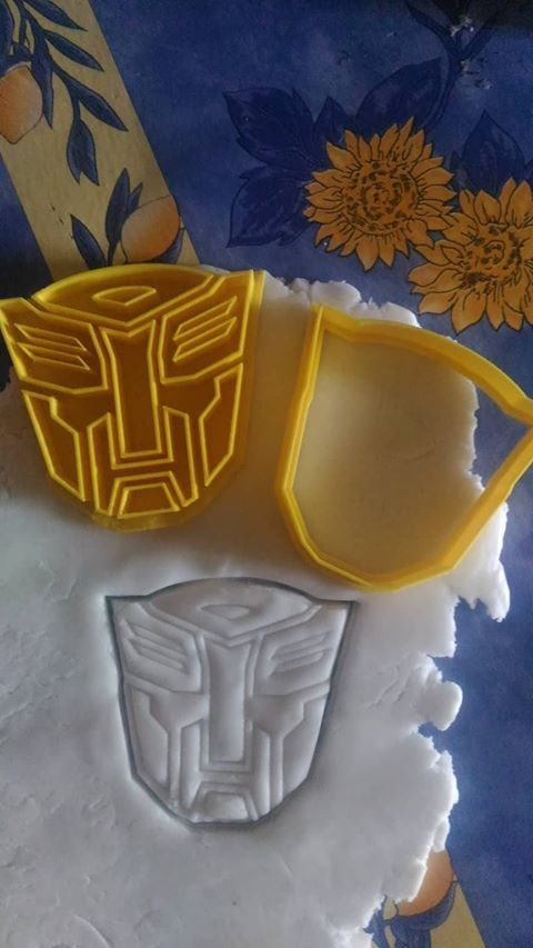Autobots.jpg Download free STL file Bumblebee and autobots cookie cutter • 3D printing template, AmineZed