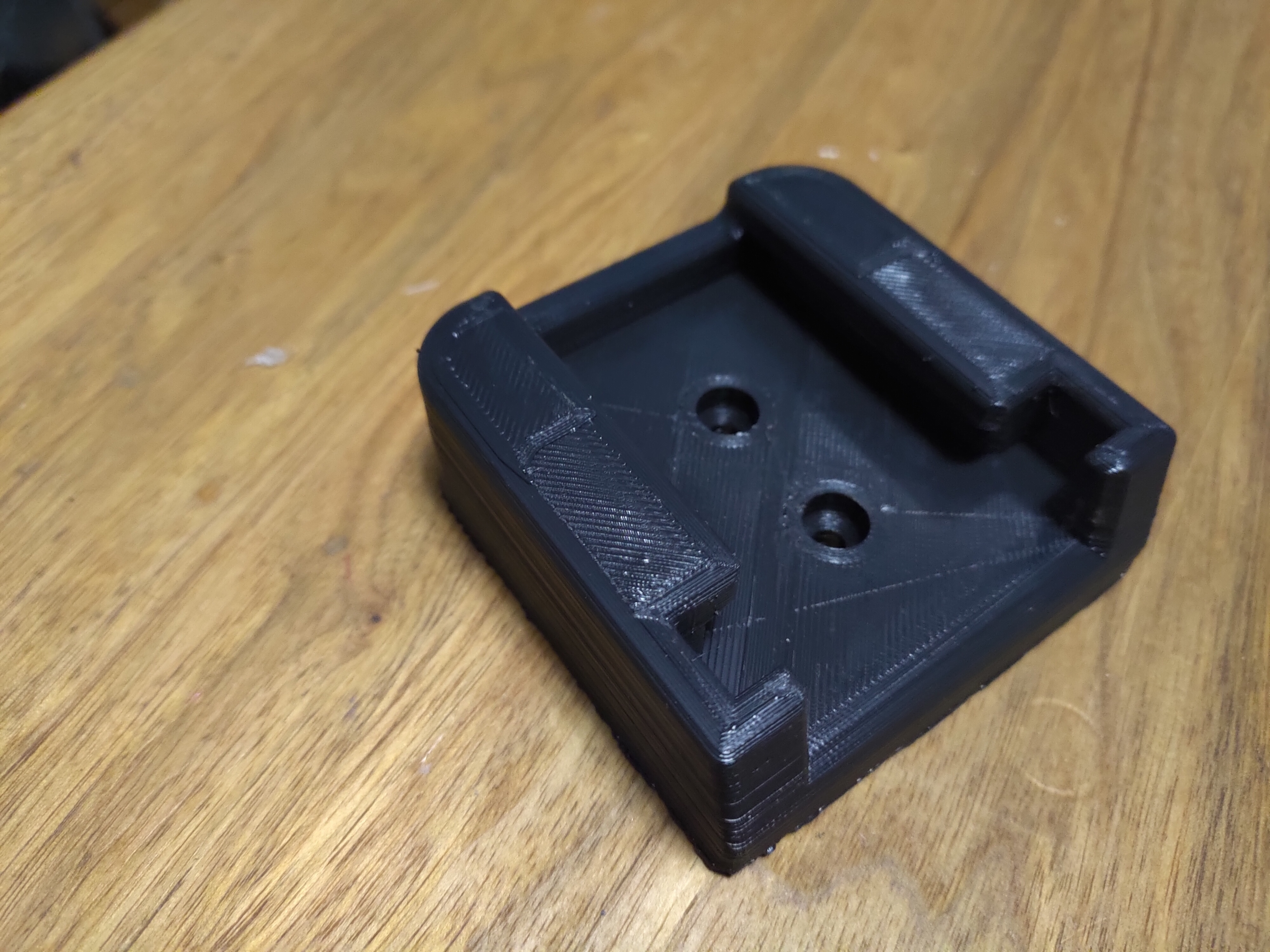 P_20200201_120718.jpg Télécharger fichier STL Porte-piles Milwaukee M18 • Objet imprimable en 3D, Punisher_4u