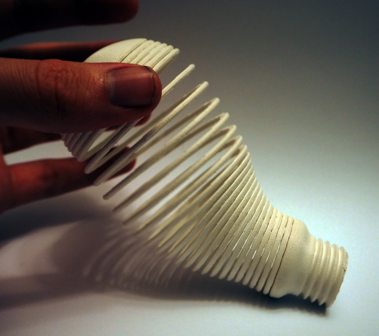 Capture d'écran 2017-11-06 à 09.25.13.png Download free STL file Light Bulb Sculpture 2 (Springo) • 3D printing object, Toomblercazz