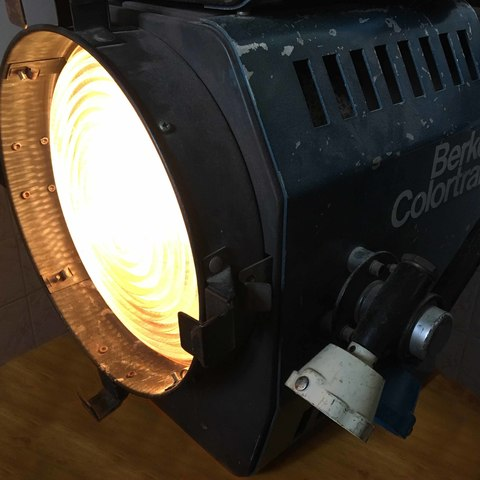 Download 3D printing models G38 to A19 (A60) style light bulb holder (adapter), vintage-lens