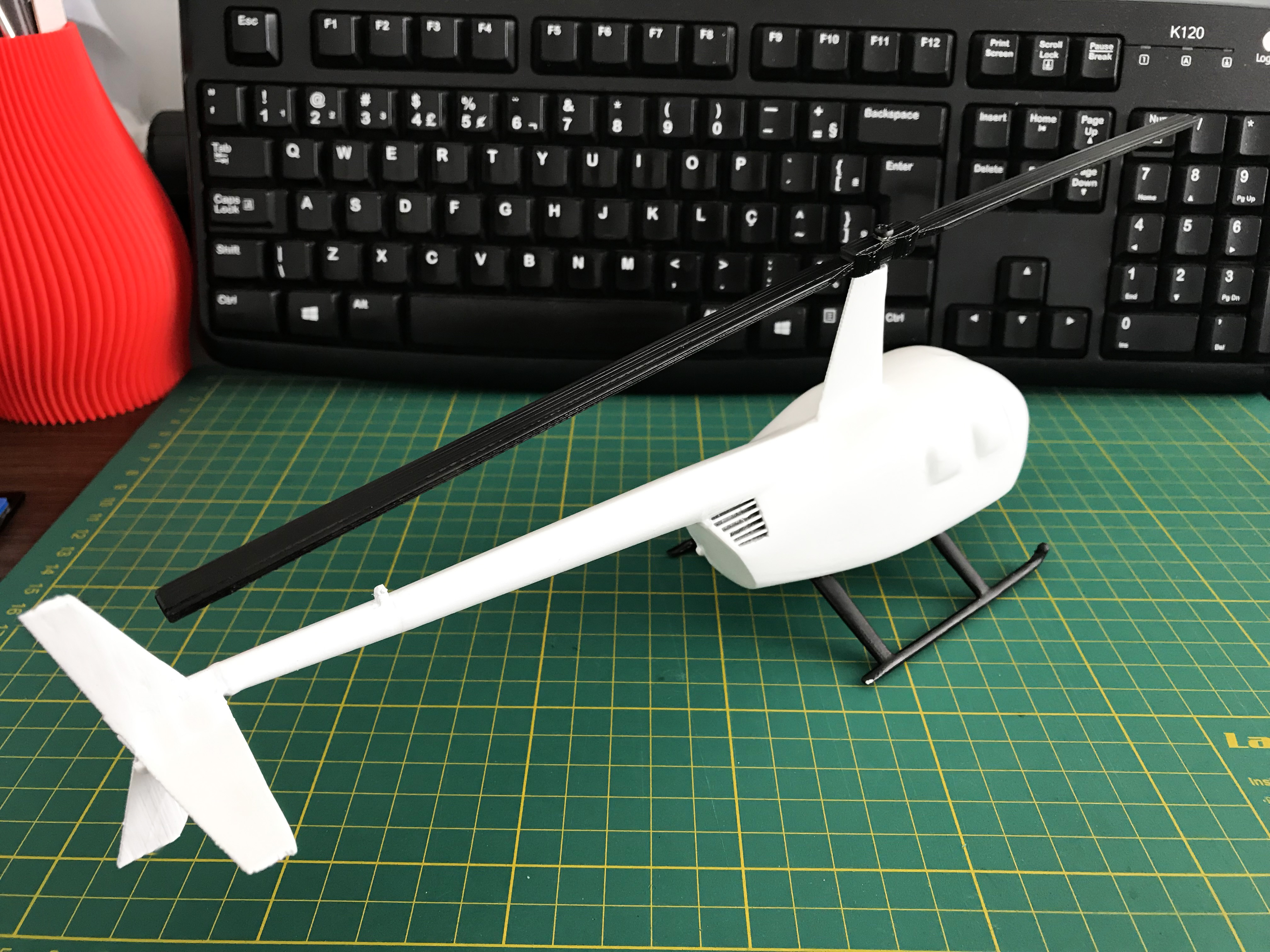 IMG_1689.jpg Download STL file Robinson Raven R44 3D print model • 3D printer model, Eduardohbm