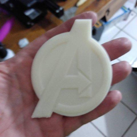 Descargar modelo 3D gratis Medallón / Moneda Logotipo de los Vengadores, A_SKEWED_VIEW_3D