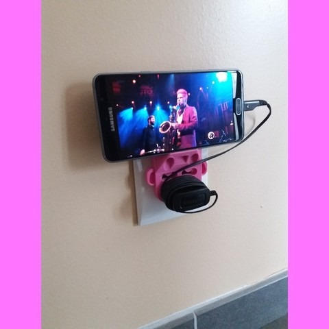Free STL file Smartphone wall station on electrical outlet, hillheaven