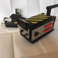 118146398_1101101736951359_7141998327003100676_n.jpg Download STL file Ghost trap simplified Ghostbuters 1984 • 3D printable object, Ecto_Props