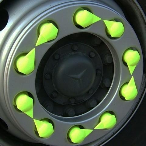 dustite_lr_-_fluoro_on_wheel.jpg Download STL file wheel bolt indicator • 3D printing design, Paulocnc