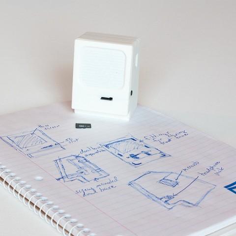 Turned front with notebook.jpg Télécharger fichier STL gratuit Mini Macintosh • Modèle à imprimer en 3D, GadgetsThatGo