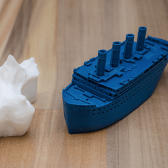 Free Small compressed Titanic and scale example of the iceberg 3D printer file, vandragon_de