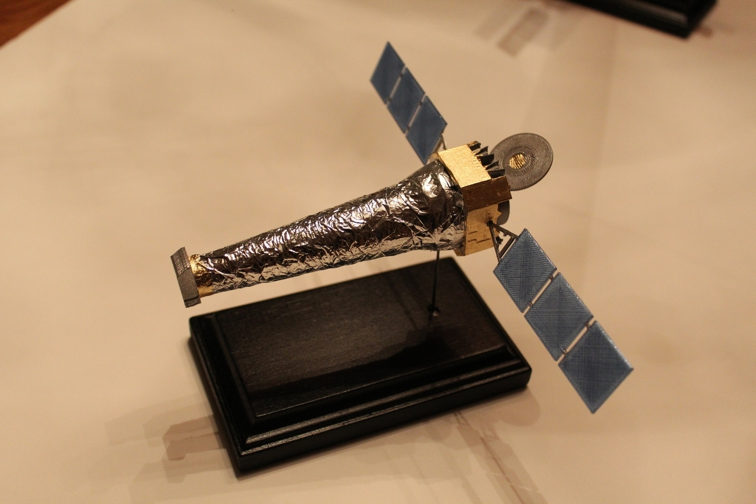 axafwbase.jpg Télécharger fichier STL gratuit Observatoire de rayons X de Chandra • Objet pour impression 3D, Mostlydecaf