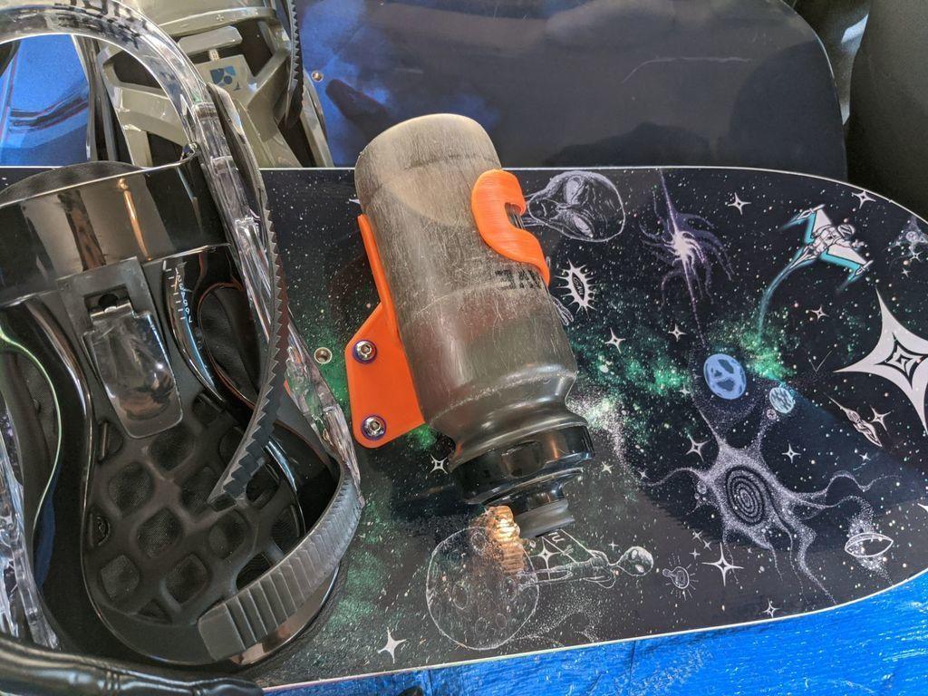 IMG_20200816_083208.jpg Télécharger fichier STL gratuit Adaptateur pour porte-bouteille de snowboard • Design pour imprimante 3D, motherfucker