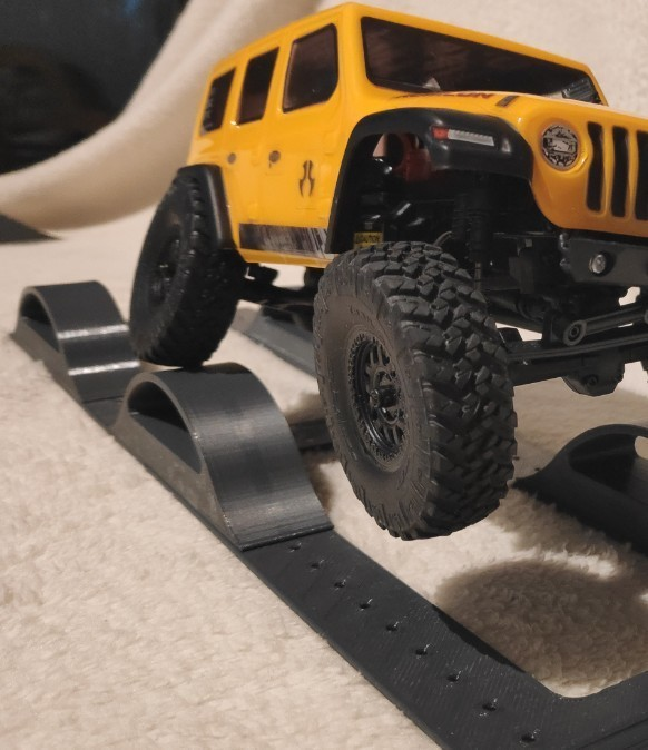bump track.jpg Download STL file Axial SCX24  RC crawler cross axle track • 3D printable template, lulu3Dbuilder