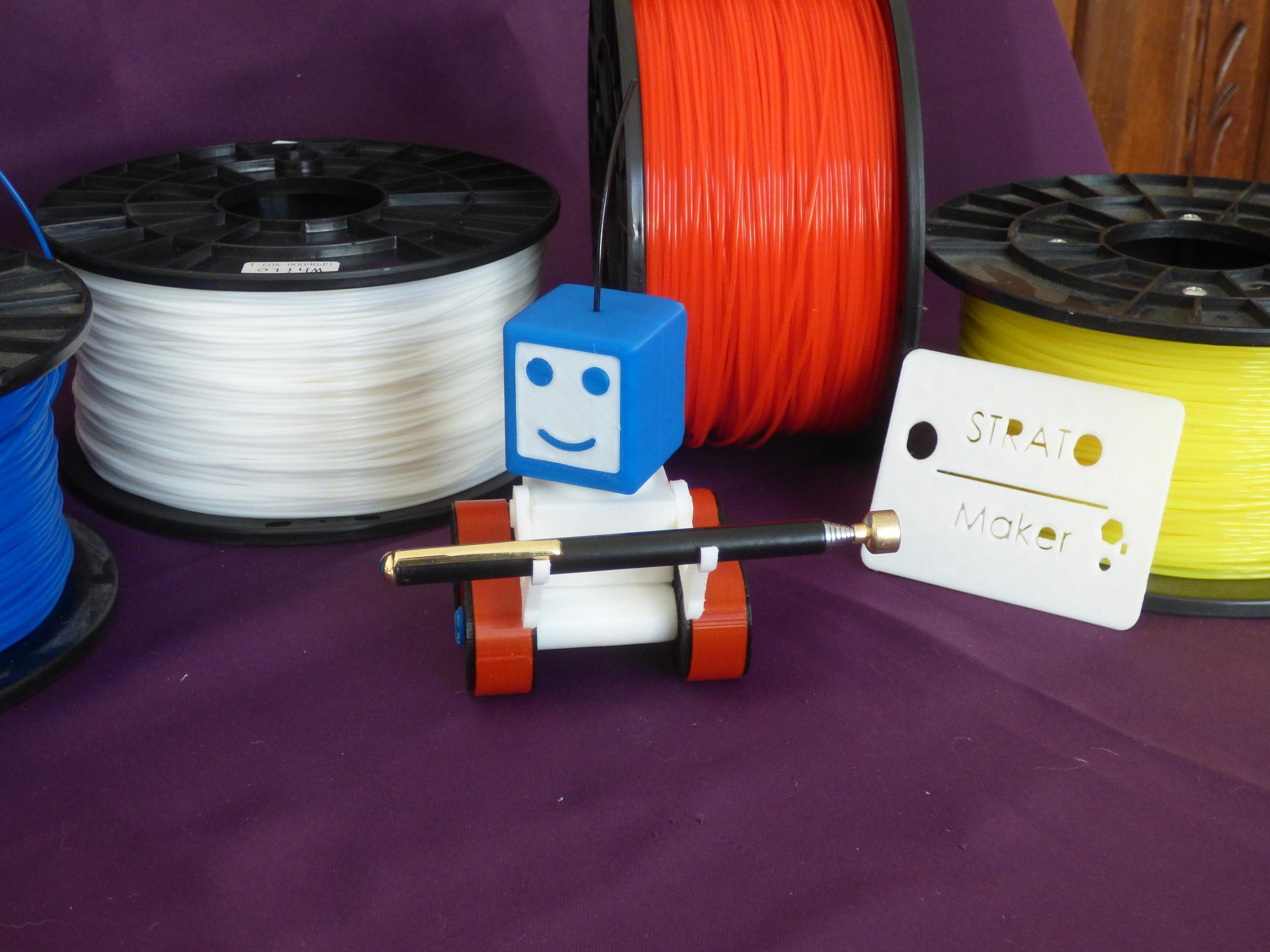 PH2.jpg Download free STL file STRATO THE ROBOT • 3D printer object, plume66