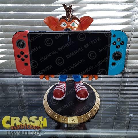 rend_2_large.jpg Download STL file Crash Bandicoot hold Nintendo Switch • 3D print model, emanuelsko
