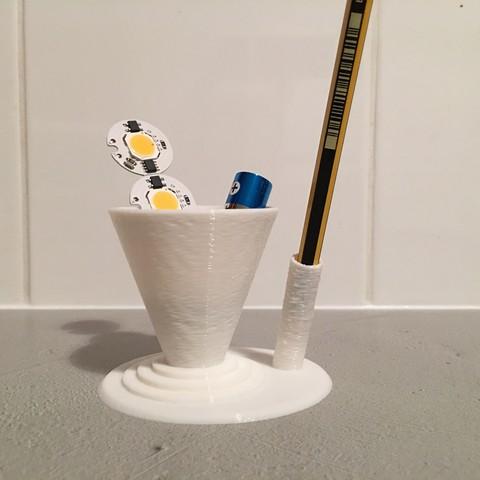IMG_8655.JPG Download STL file Paperclip Pen Case / Holder for Desk • 3D printing model, AlDei