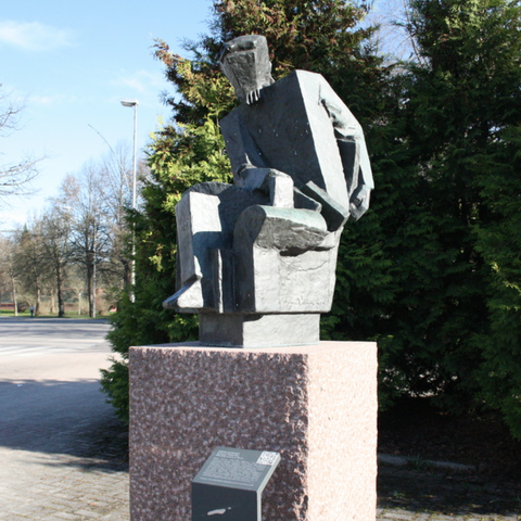 Free 3d model Cubistic statue of Aleksis Kivi, firebird