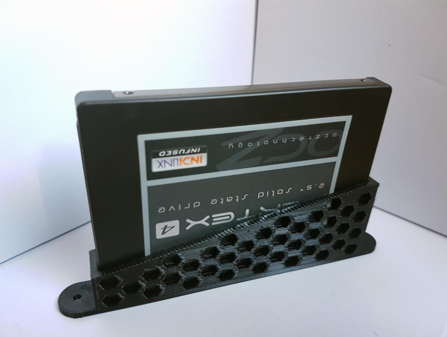 Capture d'écran 2018-01-26 à 15.21.18.png Download free STL file SSD vertical holder / bracket • 3D printing object, atu