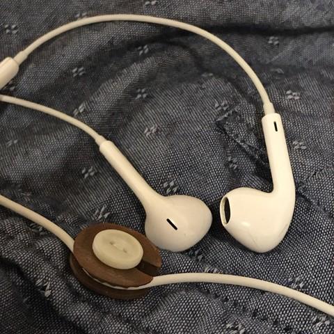 1EAFA54E-789A-448B-8971-5284309A7ED6.jpeg Download free STL file Headphone management - button attachment • 3D printing design, AnthonyVanVolkinburg