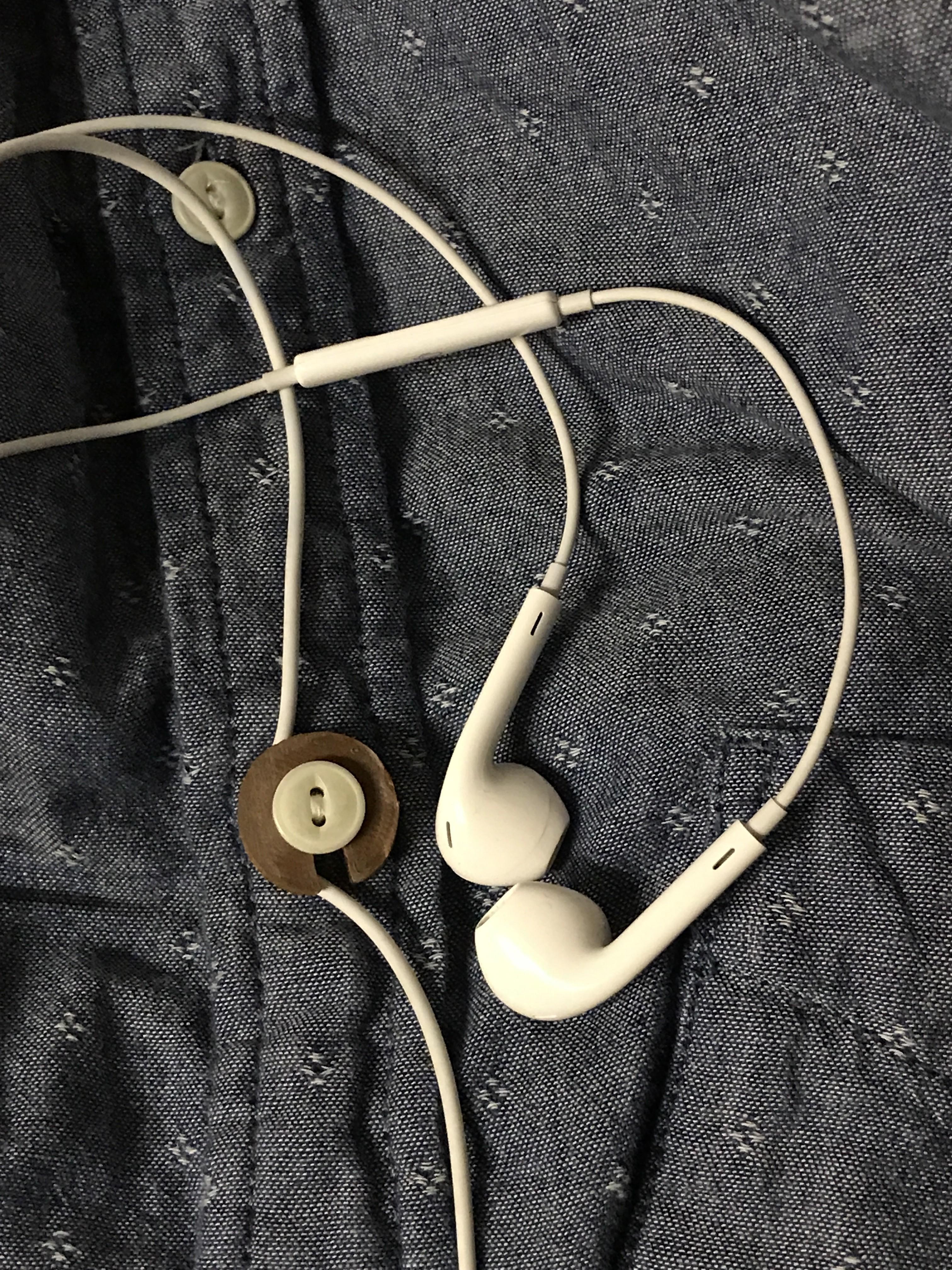 90D75965-5A25-4AE9-84A4-AAF2860544B0.jpeg Download free STL file Headphone management - button attachment • 3D printing design, AnthonyVanVolkinburg