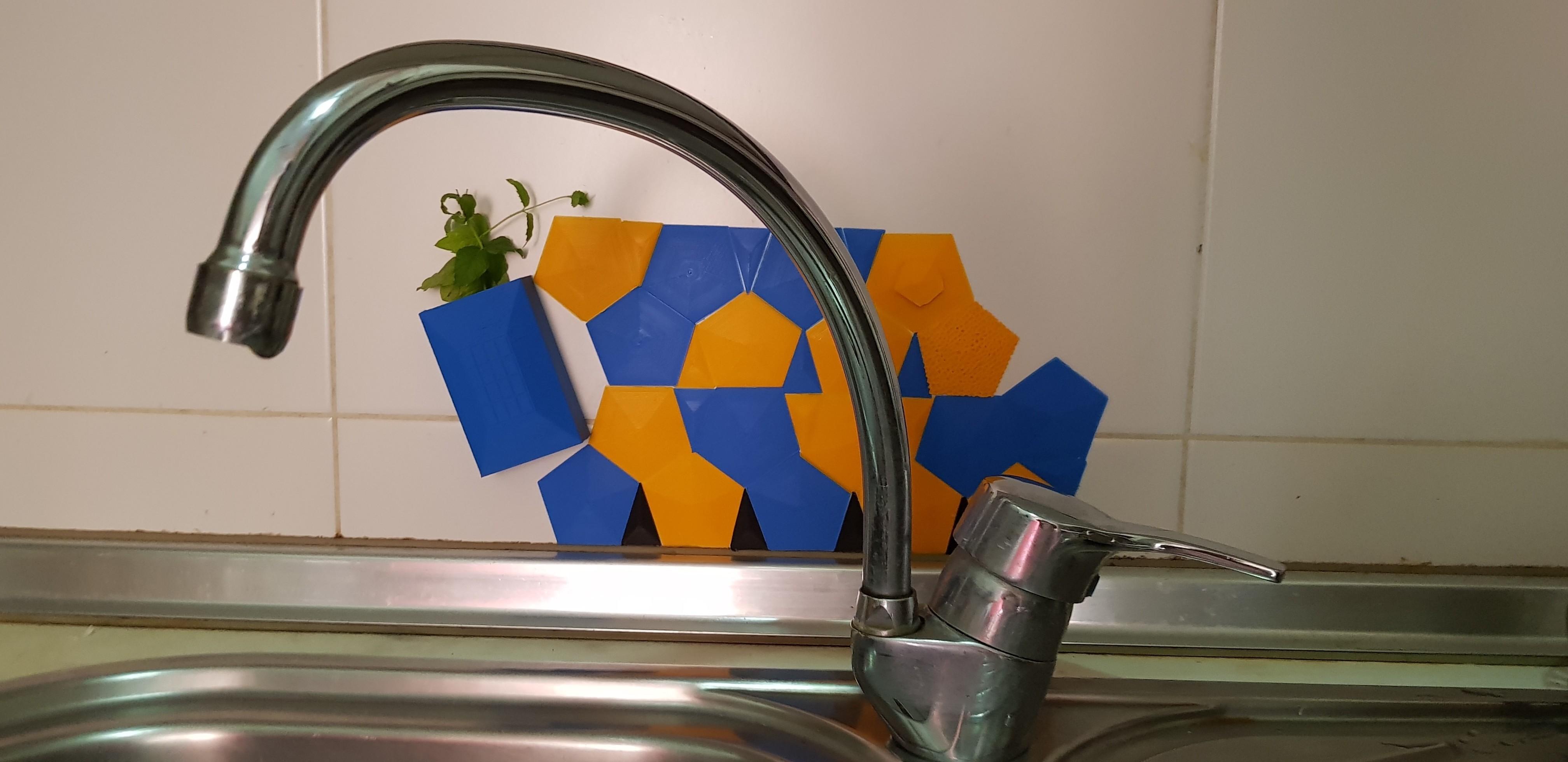 20180808_120659.jpg Télécharger fichier STL gratuit Contre-éclaboussures pour évier de cuisine • Modèle pour impression 3D, solunkejagruti