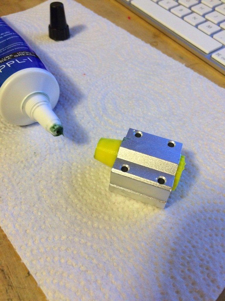 e22c9adf71d5ae43464816a5451cdcba_display_large.jpg Télécharger fichier STL gratuit Injecteur de graisse pour roulements LMU • Modèle imprimable en 3D, Thomllama