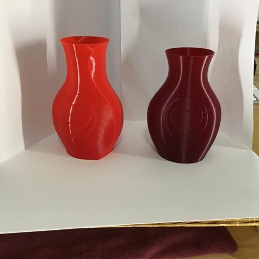 Download free STL Small Heart Vases, Thomllama