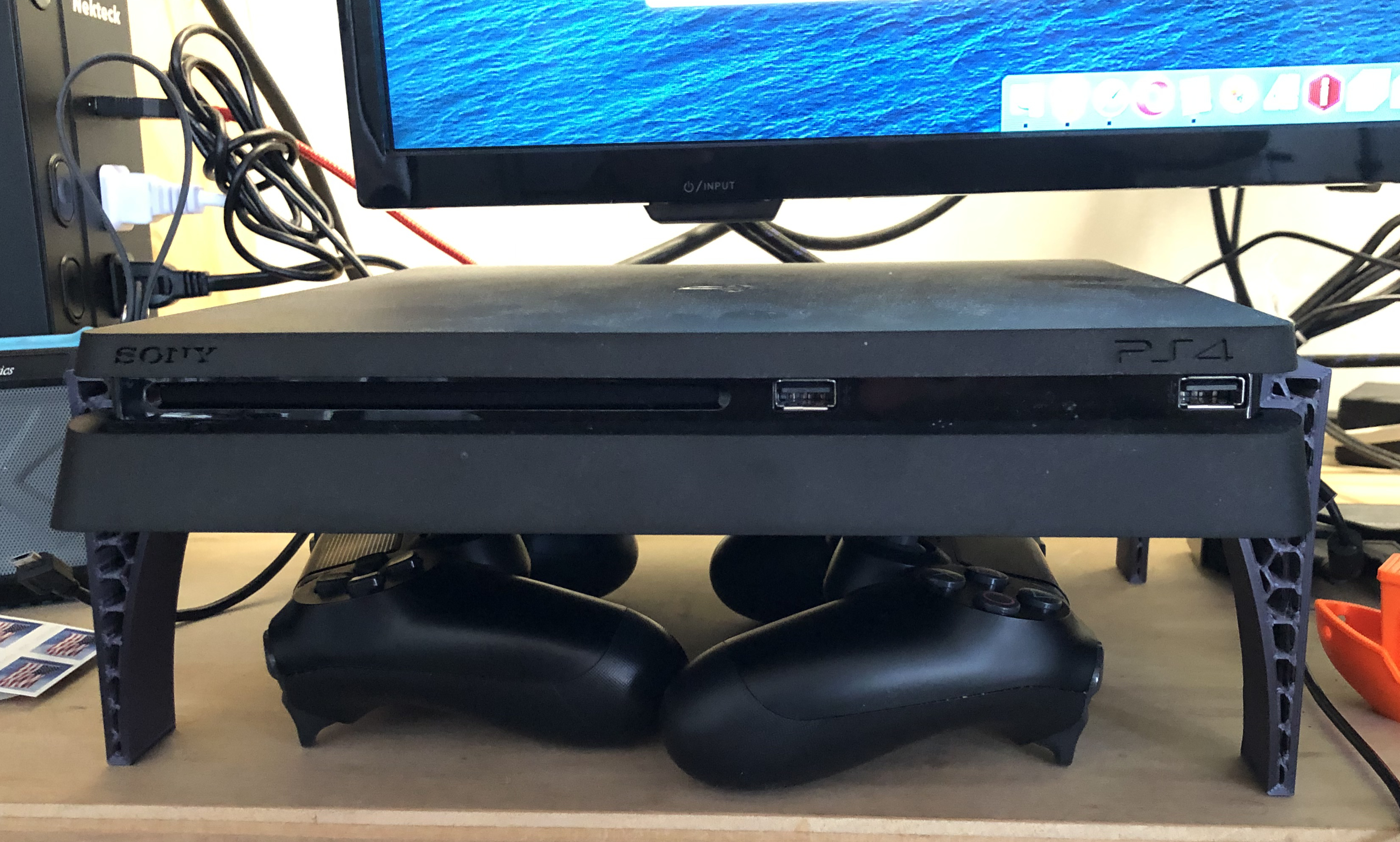 PS4.jpg Télécharger fichier STL gratuit Jambes PS4 • Plan pour imprimante 3D, Thomllama