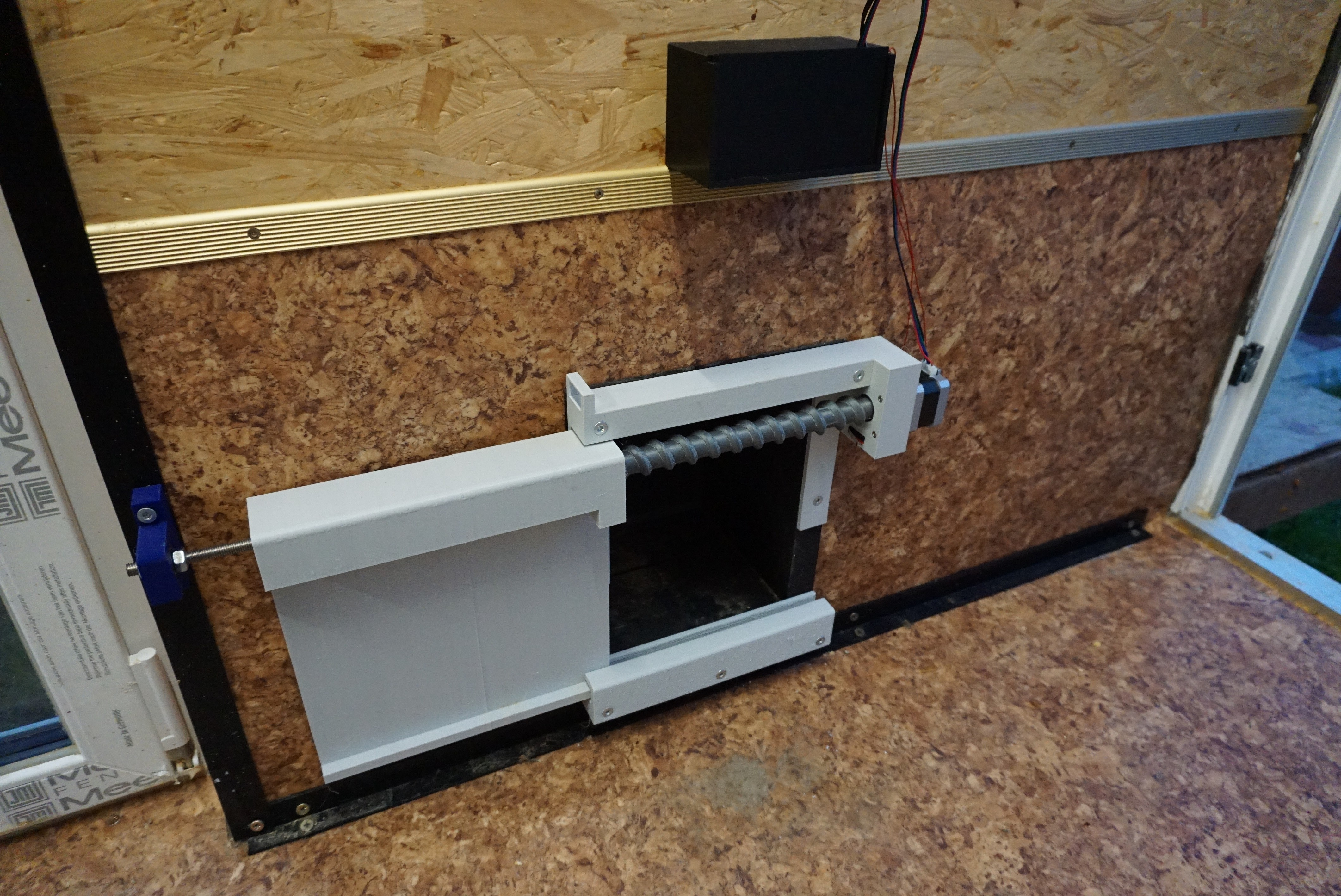 DSC06080.JPG Download free STL file Cat Flap Automatic Door • 3D printing model, Edd77
