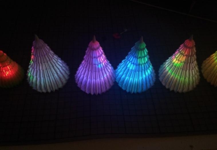 Capture d'écran 2018-03-29 à 13.02.54.png Télécharger fichier STL gratuit Eclairage Sapin de Noël RGB LED - changement automatique de couleur - bouton de la cellule - bricolage • Plan à imprimer en 3D, simiboy