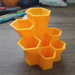 Free STL file Honeycomb Stylized Pencil Holder, tolgaaxu