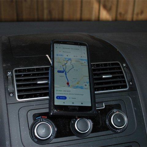 Fichier 3D gratuit support simple pour smartphone pour la voiture (personnalisable), dede67