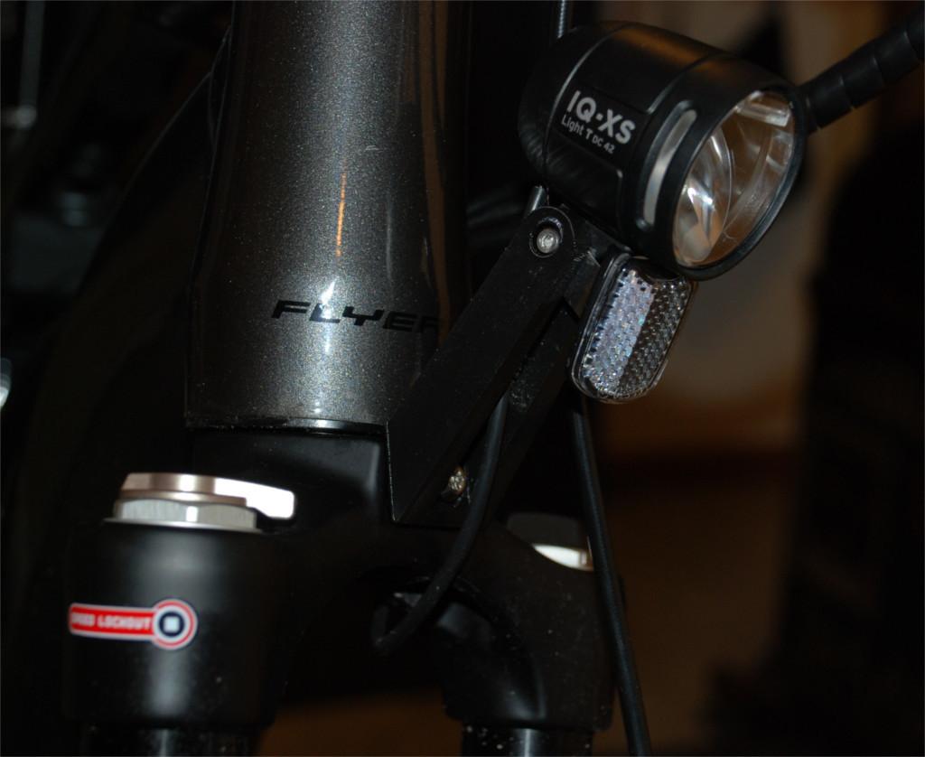 Flyer-Frontlampen-Arm-2.jpg Télécharger fichier SCAD gratuit Bras de maintien pour feu avant de bicyclette • Design à imprimer en 3D, dede67