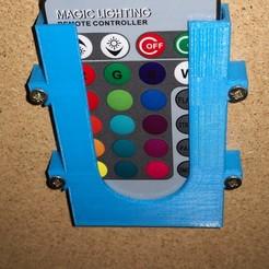 Imprimir en 3D gratis Soporte para mando a distancia con LED RGB, JolanDJ
