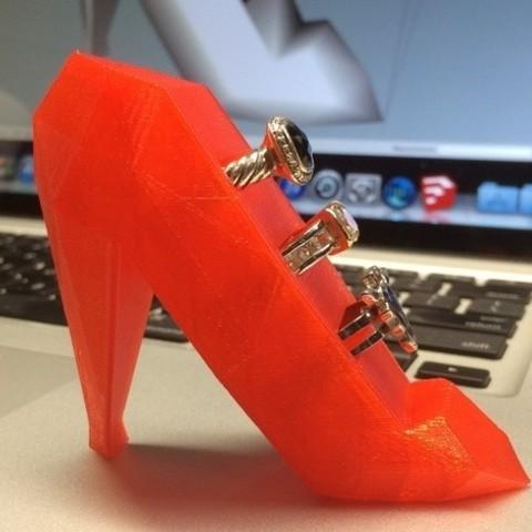 Free 3D printer model Ruby Red Ring Holder Slipper, gzumwalt