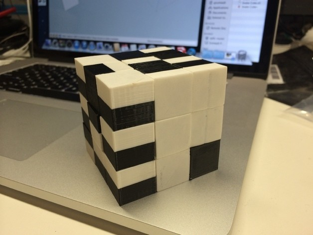 Assembled_preview_featured.jpg Download free STL file Snake Cube Puzzle, Printed Fully Assembled and Ready to Solve • 3D printer model, gzumwalt