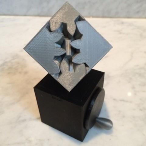 Imprimir en 3D gratis Cubo de engranajes, edición de manivela manual, gzumwalt