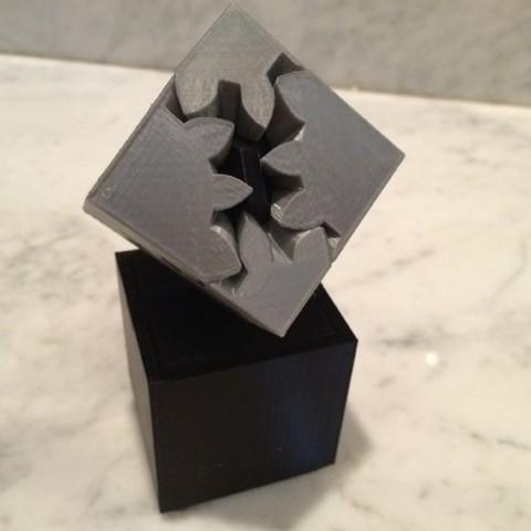 Free Geared Cube, Motorized Edition 3D printer file, gzumwalt