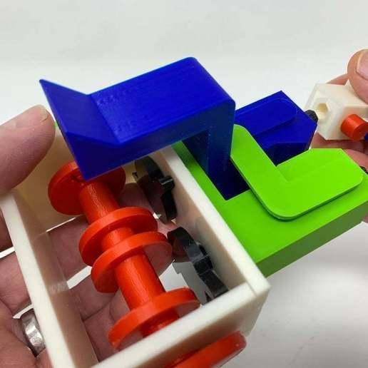 """Image0004e.JPG Télécharger fichier STL gratuit """"Lora et moi"""", un simple automate imprimé en 3D. • Plan à imprimer en 3D, gzumwalt"""